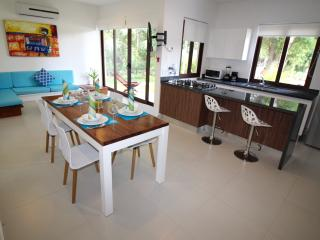 Suite at Gated Community + Breakfast, Akumal