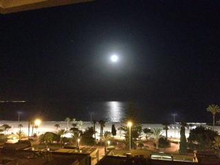 Torre del mar  ático primera linea de playa