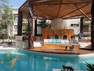 Aldea Zama Pool front Lux condo, Tulum