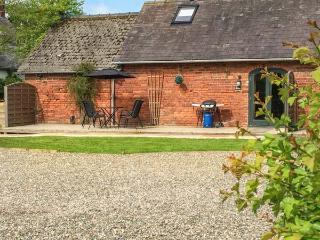 PEAR TREE COTAGE, dogs welcome, charming semi-detached cottage, near Ellesmere