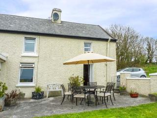 ATLANTIC VIEW, pet friendly, country holiday cottage, with a garden in
