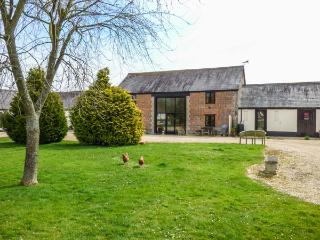 THE BARN, Victorian barn conversion, character features, en-suite bedrooms