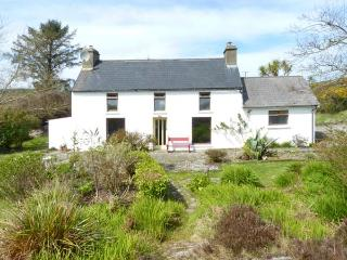 FARMHOUSE, pet-friendly, woodburner, rural views, detached cottage near Ballydehob, Ref. 31098