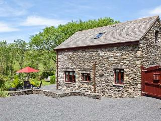 WOODSIDE BARN, family friendly, luxury holiday cottage, with a garden in Penning