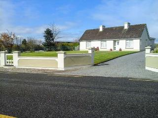 JEREMIAH'S COTTAGE, family friendly, with a garden in Killorglin, County Kerry,