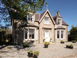 GRANVILLE, open fires, WiFi, enclosed garden with furniture, great base for Cairngorms National Park, Ref 913393, Ballater