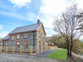 PENGEULAN, detached, woodburner, enclosed garden, hot tub, Capel Bangor, Ref 918045