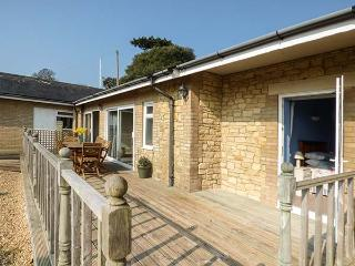 SWIFTS semi-detached bungalow, sea views, open plan, 5 mins to beach, en-suite