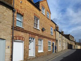 15A AUSTIN STREET excellently-presented, close to amenities, character features in Stamford Ref 919023