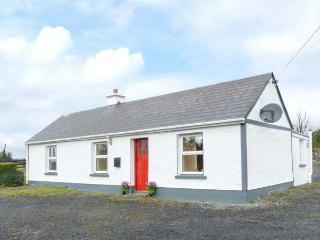 DOOGARA COTTAGE, WiFi, single-storey, detached, open fire, off road parking, gar