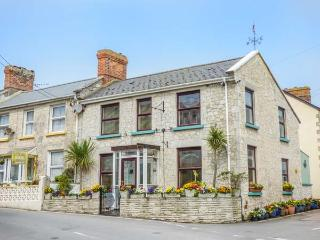 BELMONT HOUSE, semi-detached, TVs in all bedrooms, WiFi, private patio, in Beer, Ref 923388