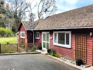 CRAIGLURE, country holiday cottage, with a garden, in Gatehouse Of Fleet, Ref 92