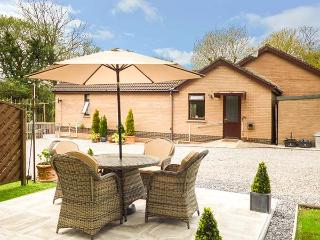 SWN Y NANT, romantic, WiFi, off road parking, private garden, bike storage, nr Tondu, Ref 927962, Overton-on-Dee