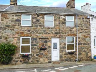 TY NEWYDD, WiFi, close to beach, bike storage, Trefor, Ref 928939