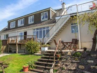 WINDYCOT, pet-friendly, off road parking, WiFi, lots of walking available, in Gl
