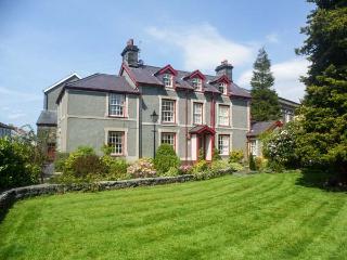 BODUNIG detached, family-friendly, en-suites, garden, WiFi, in Llanrwst Ref 933513