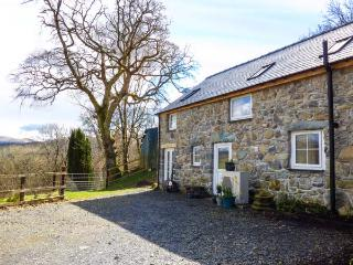 BRYN Y GWIN COTTAGE ground floor, character, underfloor heating, fishing