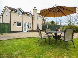HARVEST MOON, private garden, woodburner, WiFi, near Woodbridge, Ref 936205