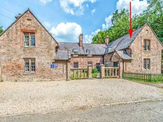 FORD COTTAGE, Grade ll listed, woodburner, pets welcome, Chatton Ref 939107