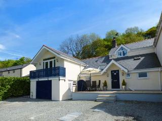 RAINBOW COTTAGE apartment, countryside views, open plan, WiFi, in Llanwrst Ref