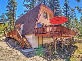 Quiet 2BR Fawnskin Cabin w/ Hot Tub & Deck