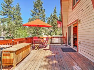 Cabin w/Large Deck+Hot Tub, Walk to Big Bear Lake!