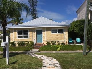 Sunshine Cottage, Historic Longbeach Village, Longboat Key