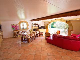Cucuron Holiday Home Sleeps 6 with Pool - 5051406