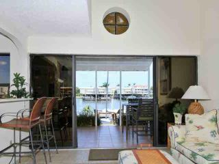 Recently Redecorated Water Front Townhouse with Private Lanai Views of Naples Bay!, Nápoles