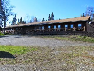 7-room log cabin lodge