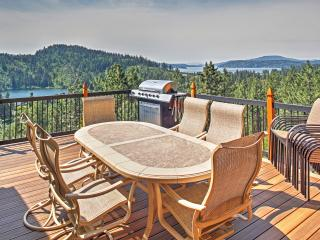 'Forever Views' Extravagant 6BR Coeur d'Alene House w/Wifi, Hot Tub, Multiple Private Decks & Magnificent Views of Lake Coeur D'Alene & Fernan Lake - Easy Access to Downtown Attractions & Outdoor Activities!