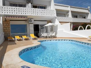 Villa Central Albufeira, Sea Views Free Wifi and Air con in bedrooms.