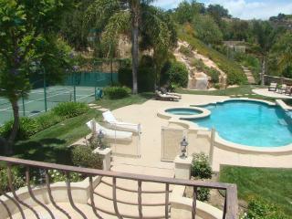 Beverly Hills Italian Tuscany Villa ,Swimming Pool with Jacuzzi &Waterfall