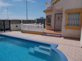 3 bedroom 2 bathroom detached villa ith pool