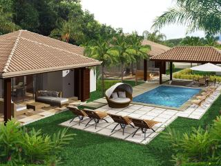 J5 Luxury Villa Incredible garden & walking to all, Uvita