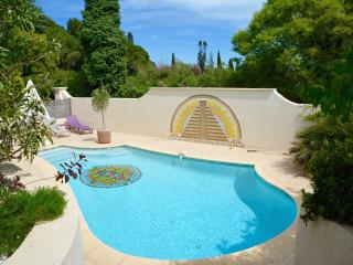STYLISH FAMILY FRIENDLY VILLA WITH POOL IN MONTPEL, Montpellier