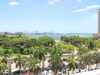 NEW LISTING. LUXURY STUDIO WITH OCEAN VIEW, Miami