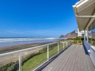 Warm, oceanfront house w/ amazing ocean views & quick beach access!, Lincoln City