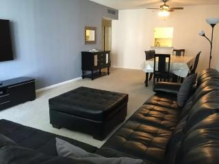 Modern 1 bedroom condo across the beach!!, Sunny Isles Beach