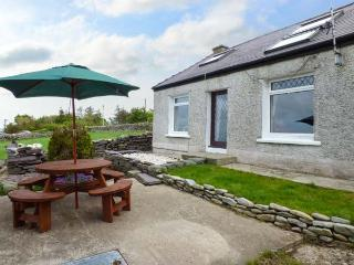 BRYN AWELON detached, countryside views, woodburner, pet-friendly near village of Rhosgadfan, Caernarfon, Ref 934834