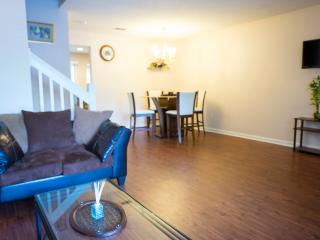 Lovely 2 bedroom Townhome ( shadow )
