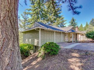 Quiet, dog-friendly neighborhood home, four miles from downtown & U of O!