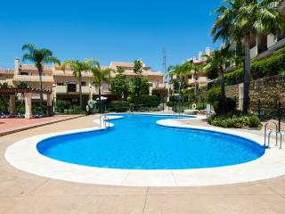 Puerto Banus luxury Townhouse with free WI FI, Nueva Andalucia