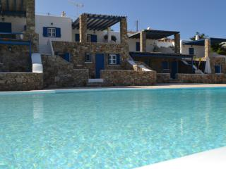 3br apt,infinity pool overlooking Elia Beach,