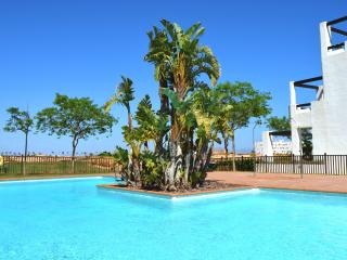 1st Floor apartment, pool, free wifi, free parking, balcony, golf view