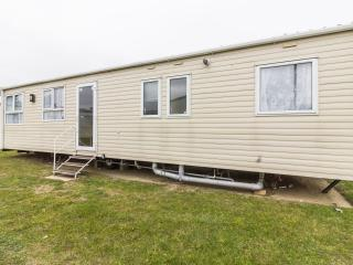 Ref 22031  Foreshore Prestige 8 berth caravan to hire at Seashore Haven .