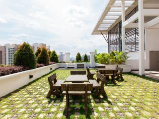 City Center, 4 mins walk to LRT and Monorail, Wifi
