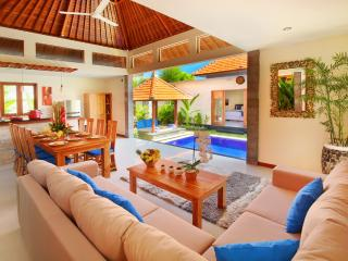 4 BR -BEACH NICOLA VILLA IN THE HEART OF SEMINYAK