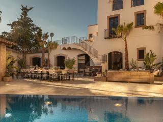 Modern luxury meets history, minutes from the beach and near Barcelona!