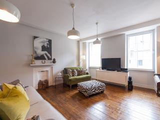 Luxury Royal Mile Apartment, Edinburgh